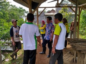 "Kunjugan kadis pertanian Kabupaten Malang Nasri M.Eng.Sc disampingi Mantri Tani dan Petani Horti. ""Saya apresiasi inovasi para penyuluh kami,"" tegas Kadis"