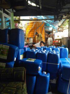 """Pusat Riset Dan Produksi Bengkel Tani di Kabupaten Malang. """"Saat ini sudah mampu produksi 3000 liter,"""" jelas Gunawan"""